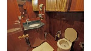 ilknur-sultan-gulet-yacht bathroom